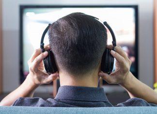 Choosing Headphones Over Earphones