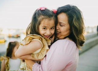 Scholarships and Grants for Single Mothers
