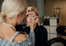 Top 5 expert tips for applying eyeshadow
