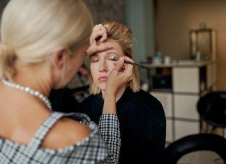 Top 5 expert tips for applying eyeshadow
