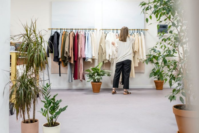 Things to know before starting consignment clothing store